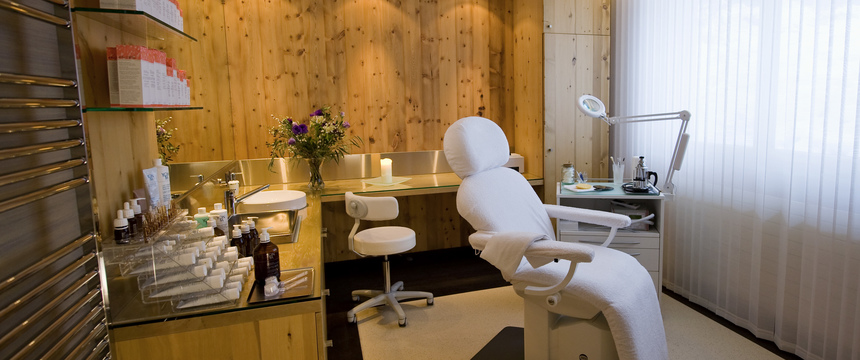 Beausite Park & Jungfrau Spa, Wengen, Bernese Oberland, Switzerland - beauty treatment room.jpg